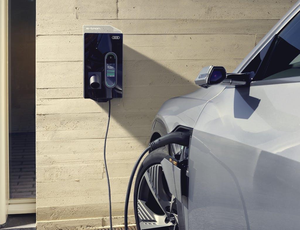 Auto elettriche, tutte le tipologie di colonnine di ricarica presenti in Italia