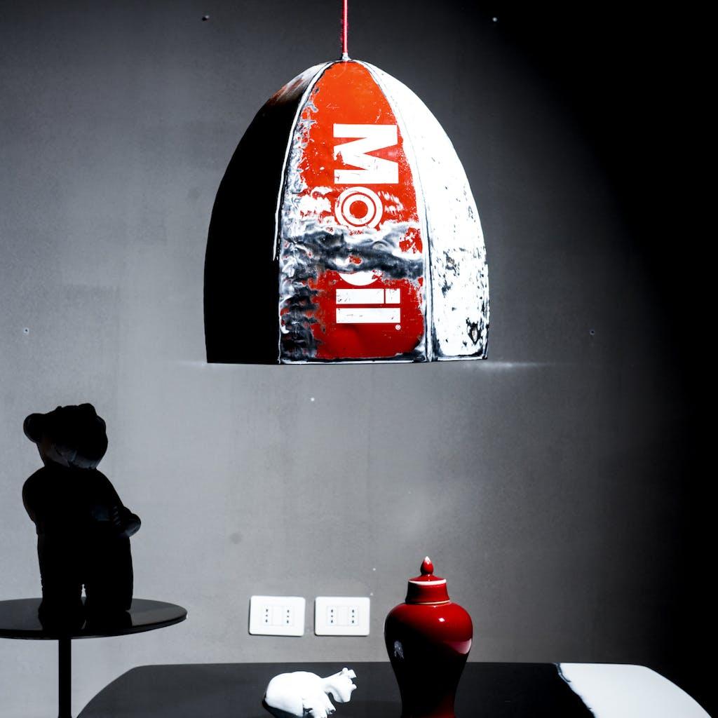Vibrazioni Art Design materiale riciclato lampada muro grigio