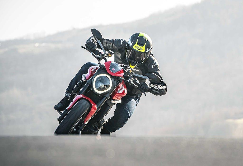 Prova Ducati Monster 2021, rivoluzione rossa