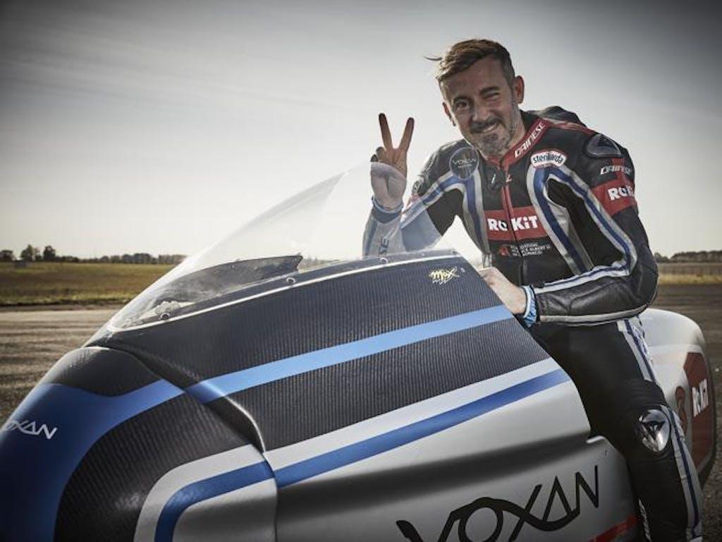 Max Biaggi sulla Voxan elettrica, record di velocità in moto