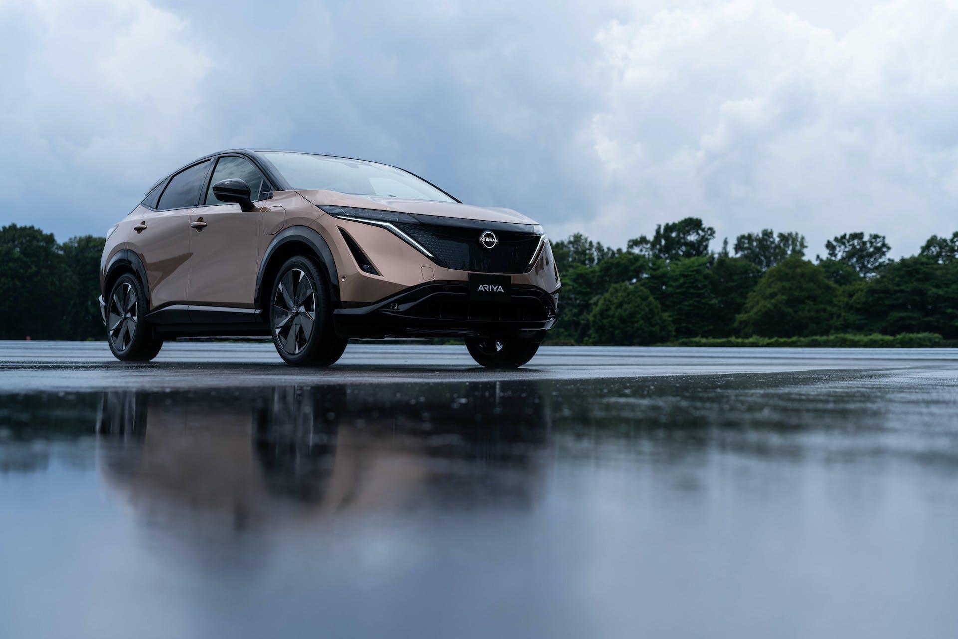 Nissan Ariya tre quarti anteriore