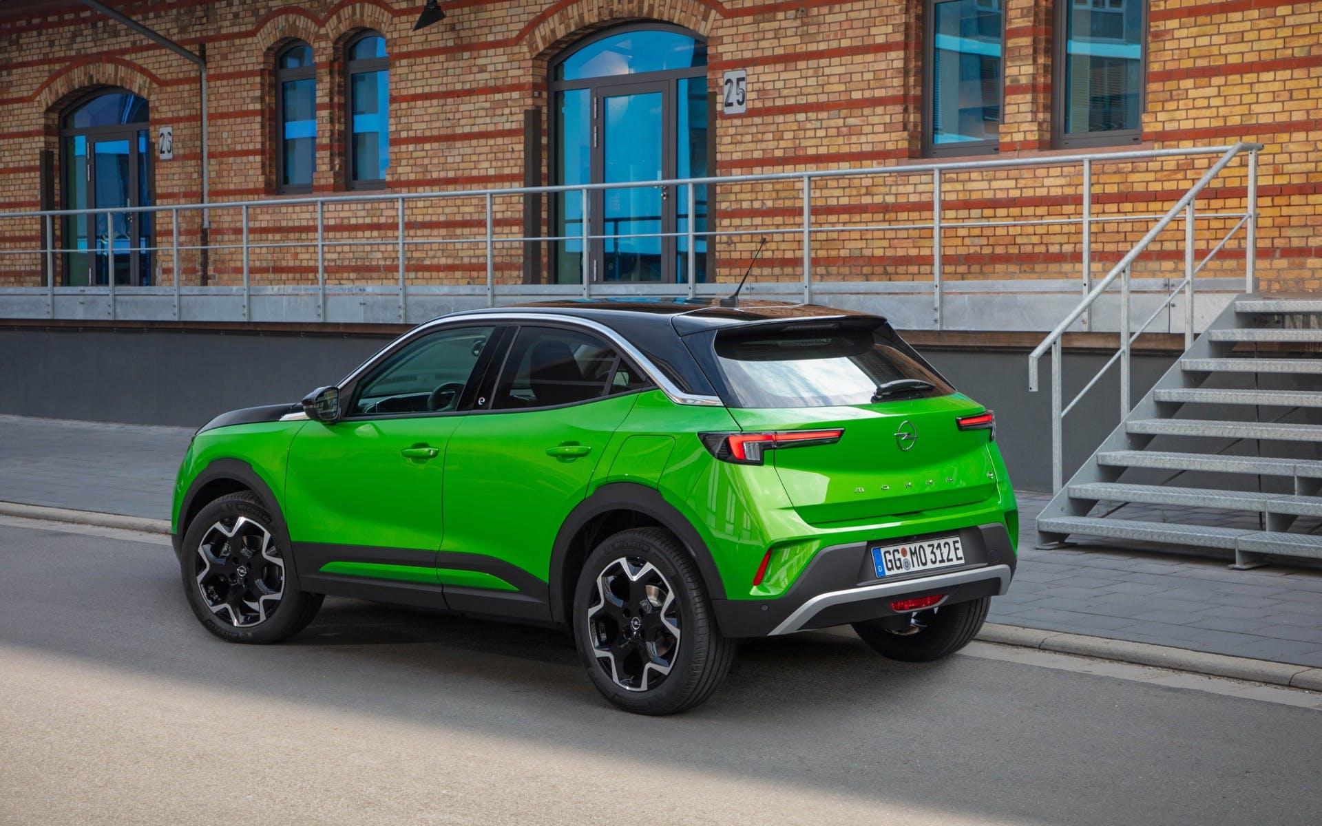Opel Mokka-e verse tre quarti posteriore