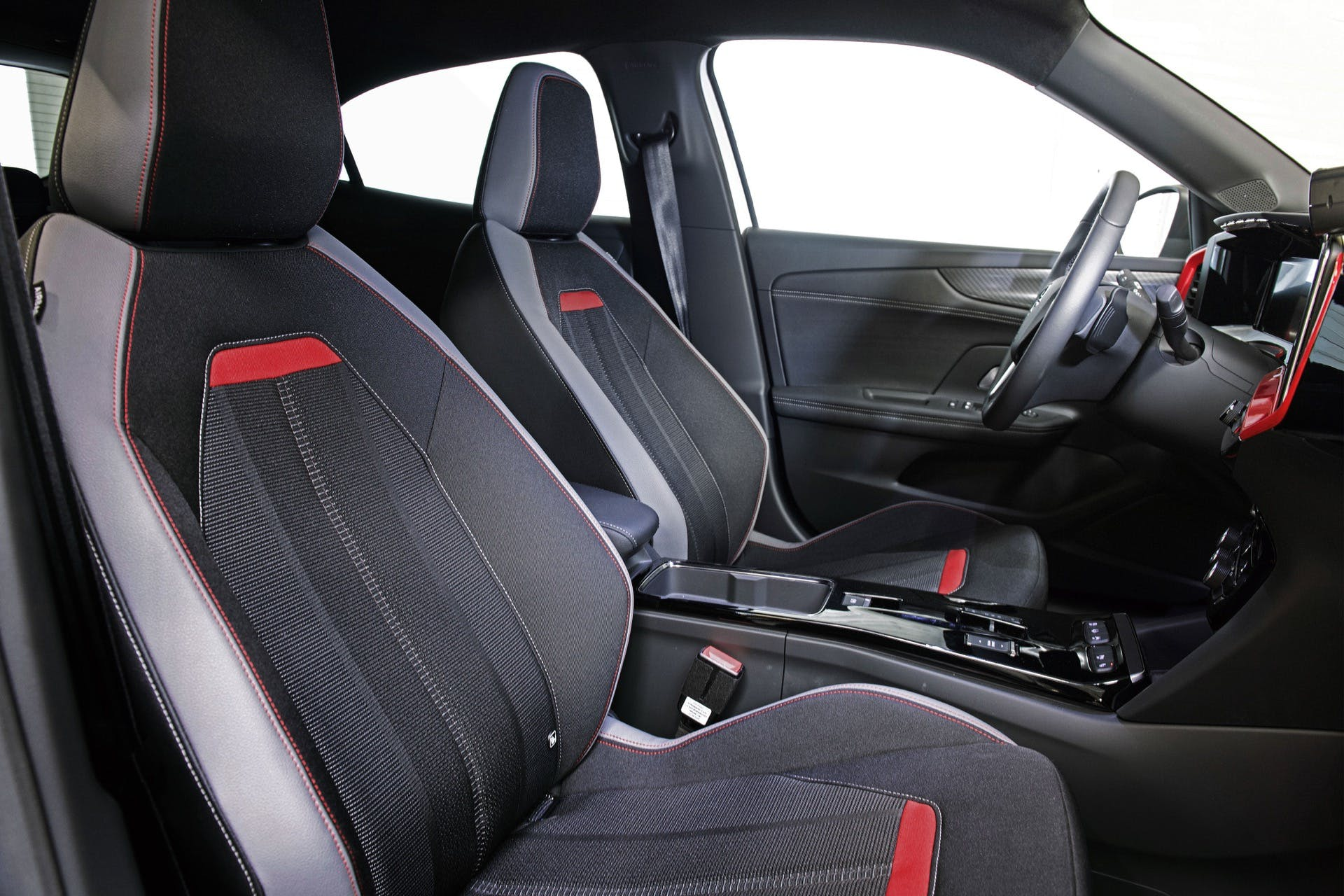 Opel Mokka GS Line interno sedili anteriori