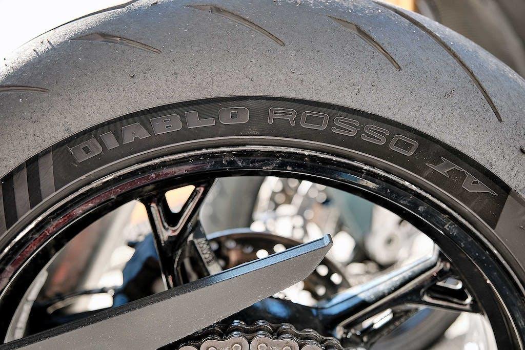 Prova esclusiva Pirelli Diablo Rosso IV, magia nera