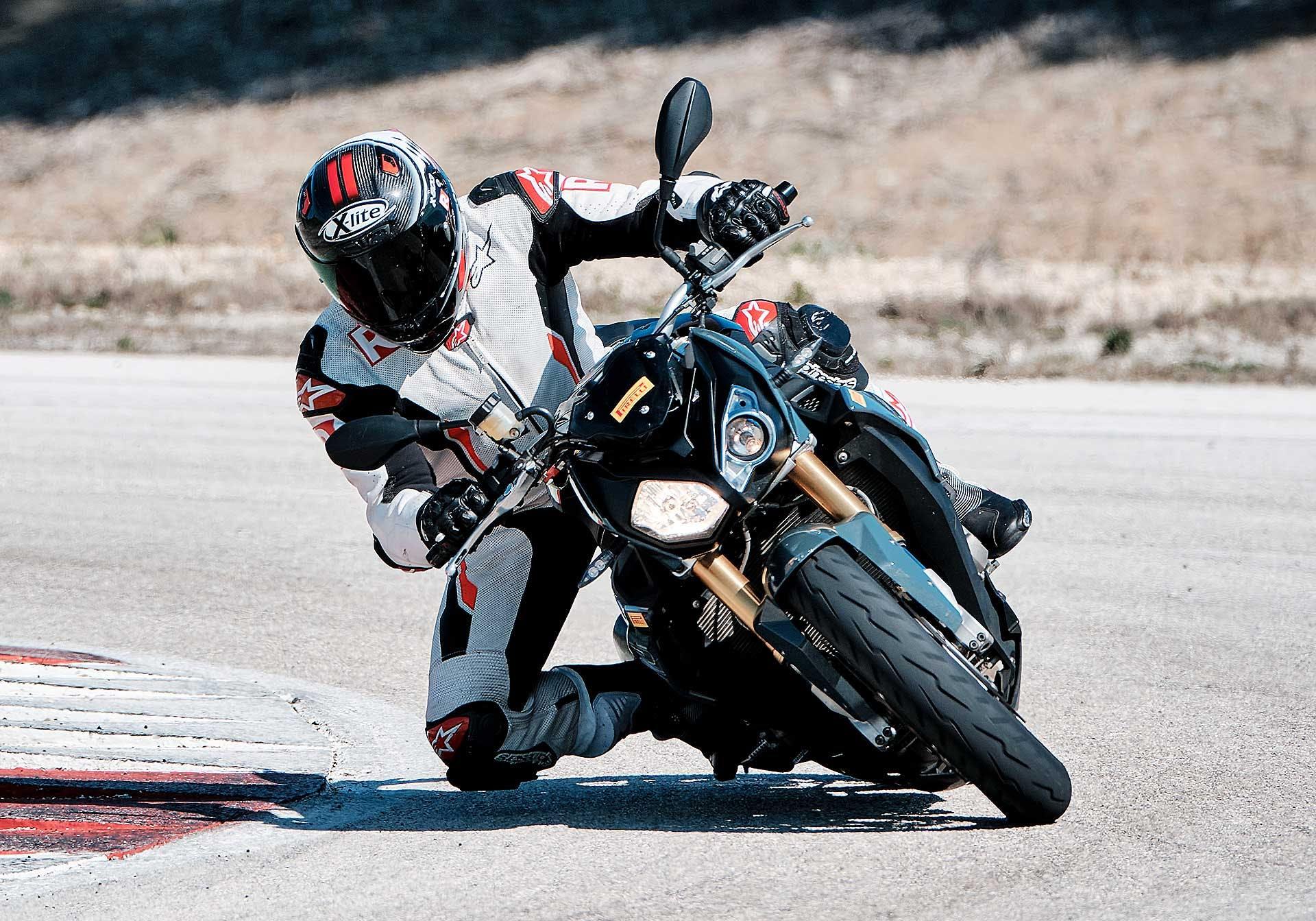 Pirelli Diablo Rosso IV in azione in pista con BMW S 1000 R