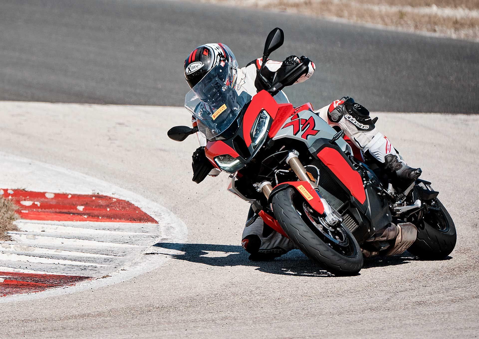 Pirelli Diablo Rosso IV In azione in pista con BMW S 1000 XR