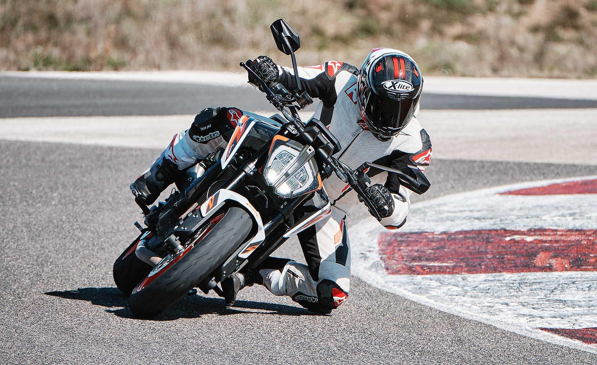 Pirelli Diablo Rosso IV In azione in pista con KTM Duke 890 R