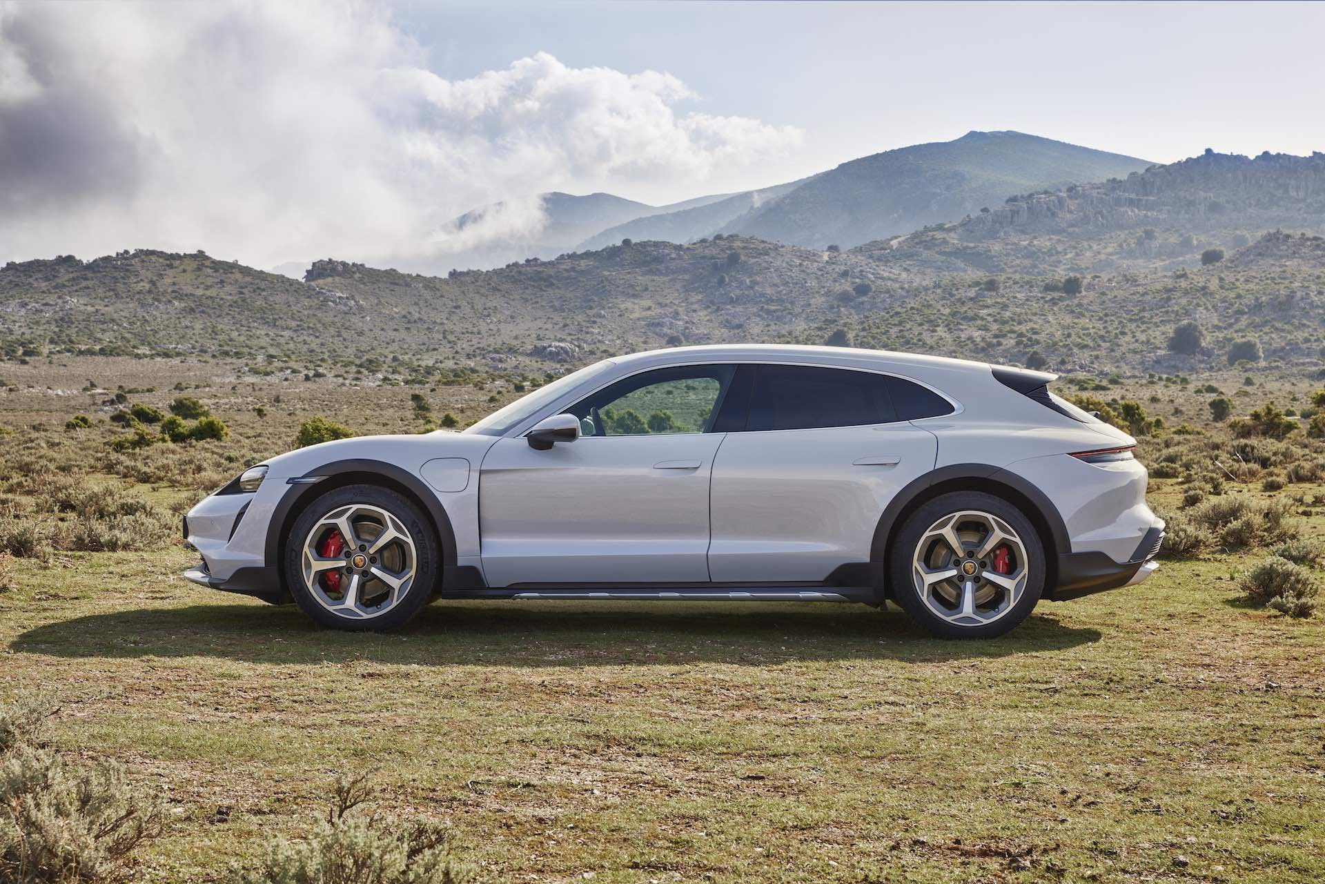 Porsche Taycan Cross Turismo - side