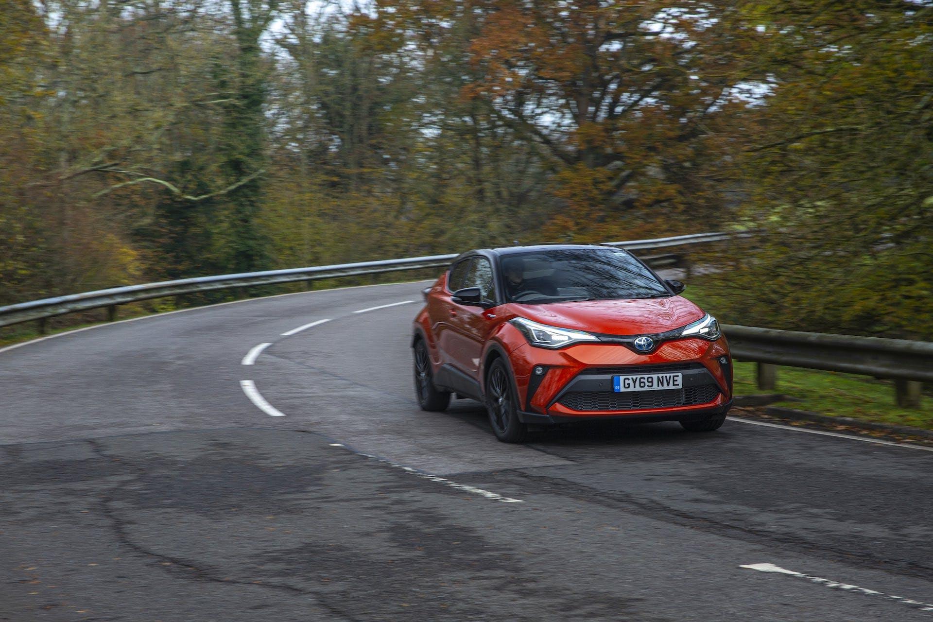 Toyota-C-HR - tre quarti anteriore dinamico
