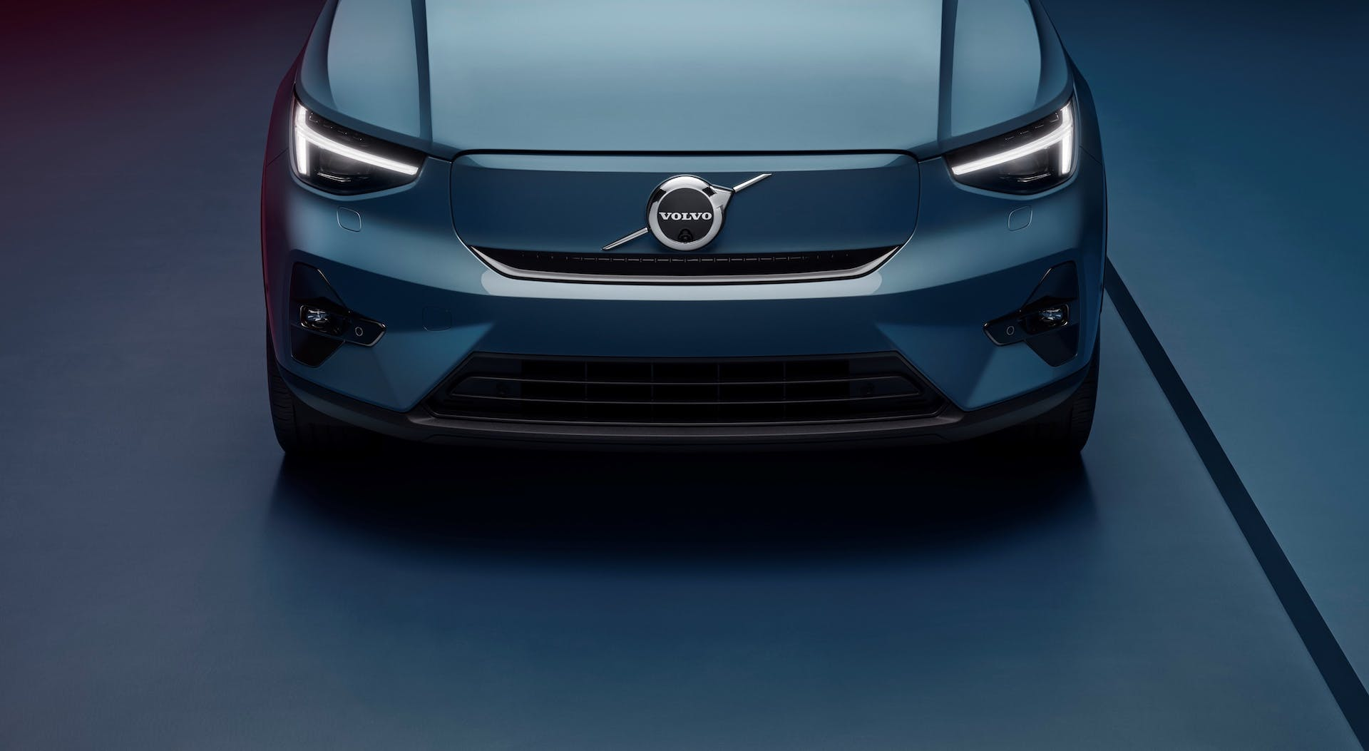 Volvo-C40-Recharge-front-detail