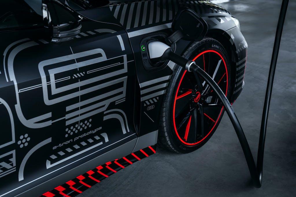 Auto elettriche, la ricarica smart di Audi
