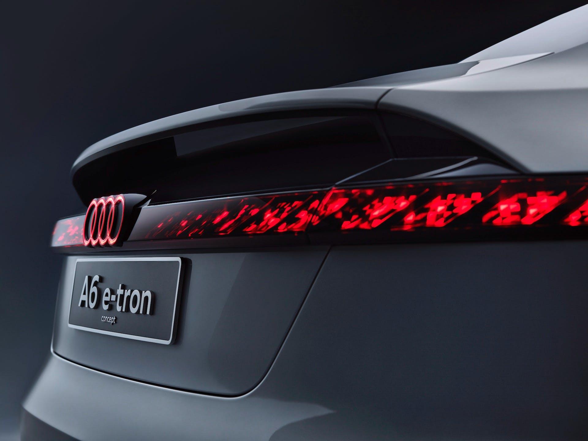Dettaglio statico dei gruppi ottici del nuovo concept completamente elettrico Audi A6 e-tron.