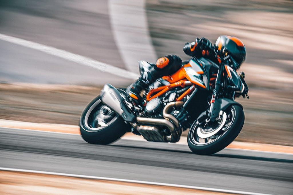 KTM 1290 Super Duke RR Il diavolo veste arancio