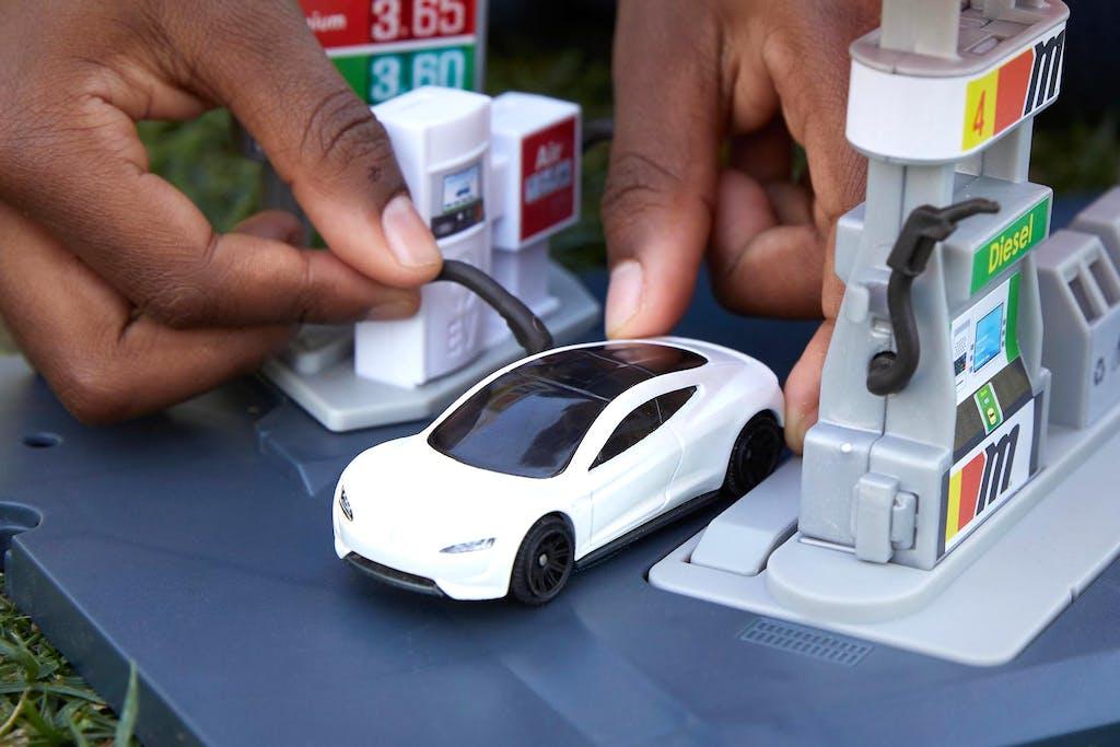 Tesla Roadster by Mattel, riciclata al 99%