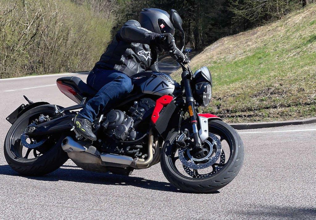 1000 km con Triumph Trident 660