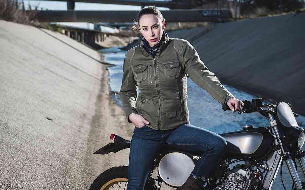 Casco moto in stile militare, ma anche giacche, guanti, zaino by Shark, Bering e Segura