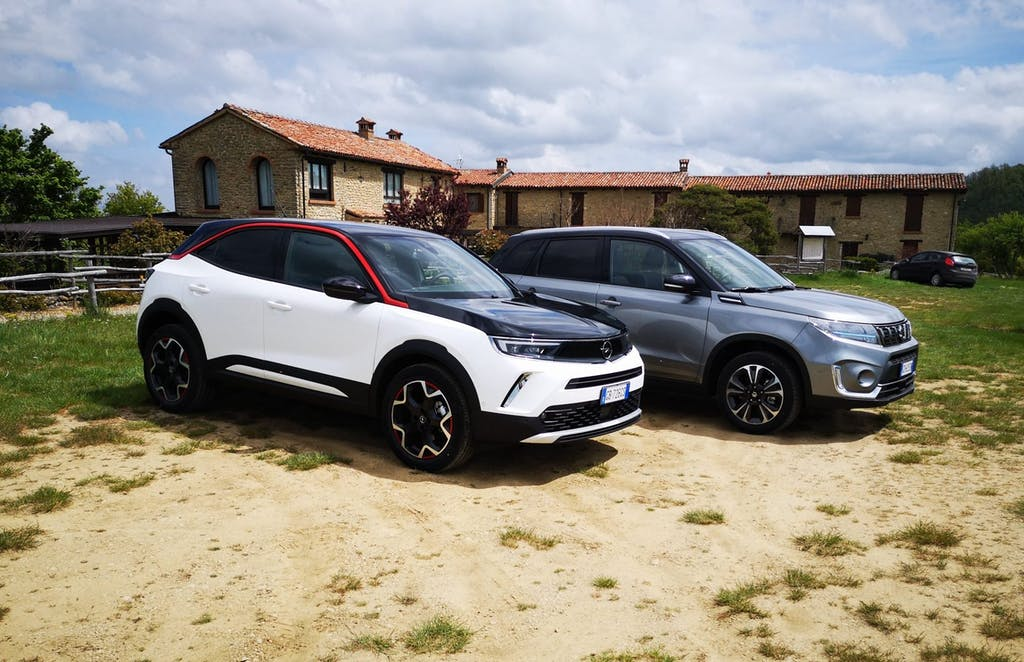 "Opel Mokka vs Suzuki Vitara, sfida tra B-SUV ""diversi"""