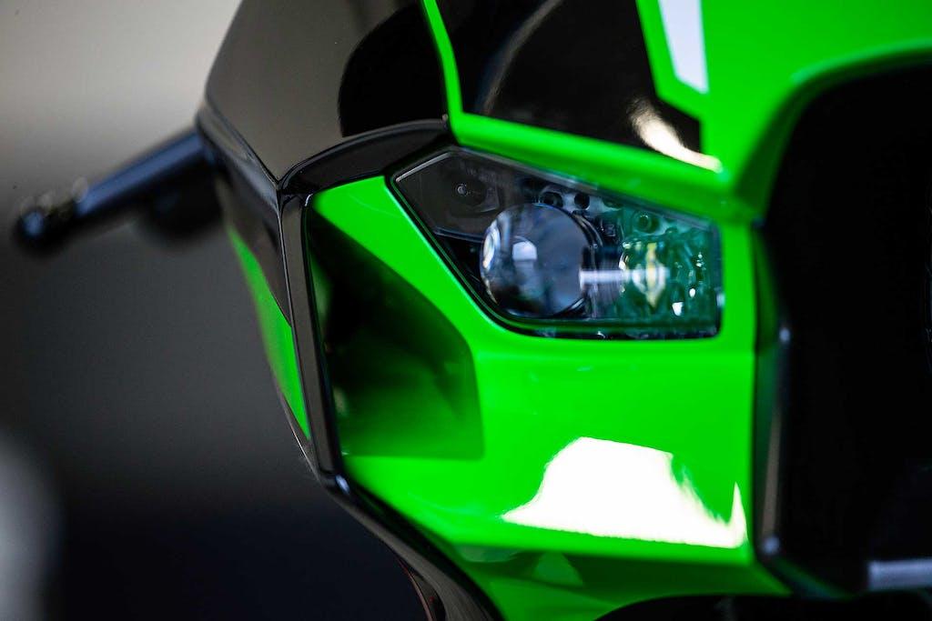 Kawasaki Ninja ZX-10R 2021 faro e aletta aerodinamnica