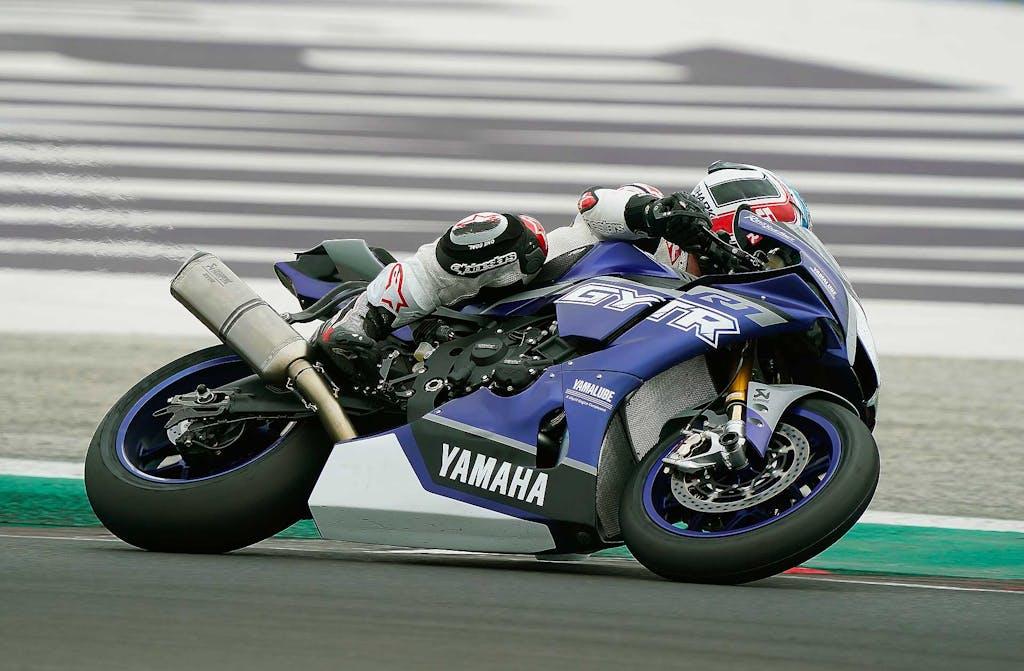 Prova Yamaha R1 GYTR, la R1 perfetta