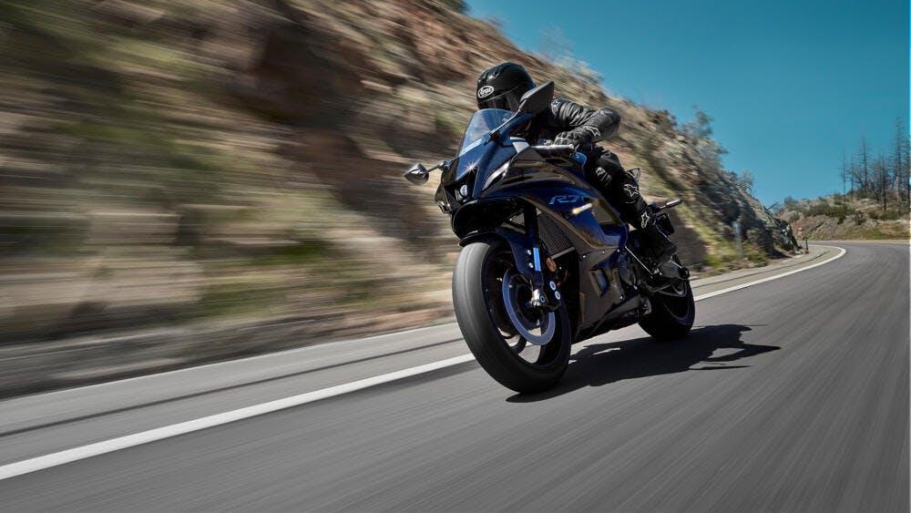 Yamaha R7 2021 - Yamaha Black