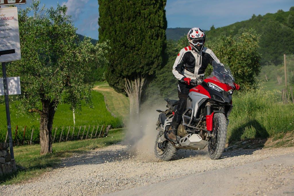 Ducati Multistrada V4 S: portatela lontano dall'asfalto e vi sorprenderà