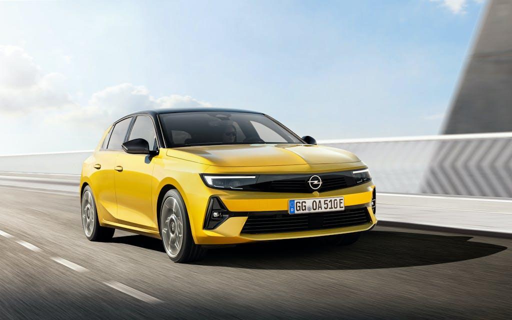 "Nuova Opel Astra ""VS"" Volkswagen Golf e Peugeot 308"