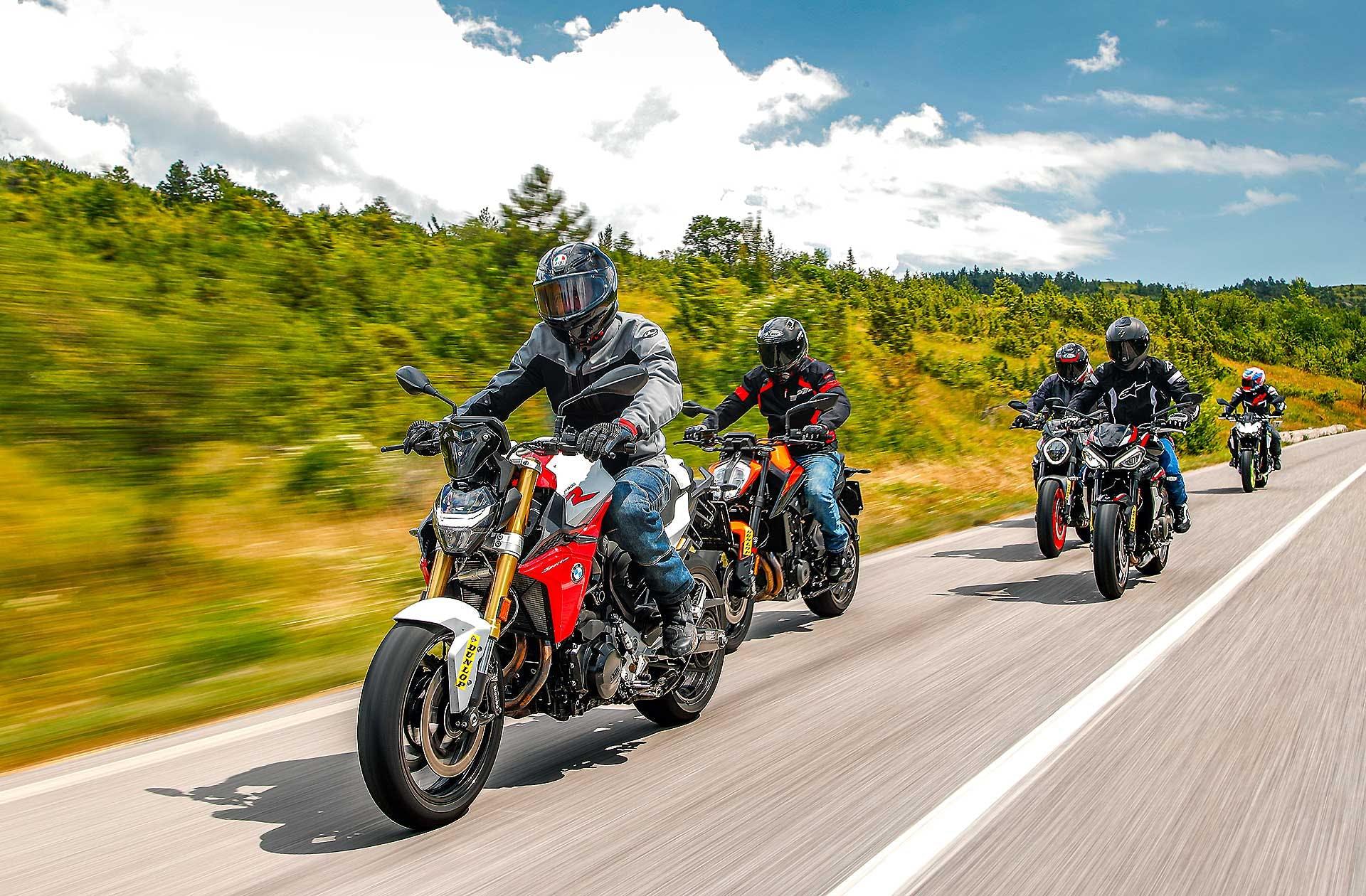 migliori naked medie BMW F 900 R, KTM 890 Duke, Triumph Street Triple R, Kawasaki Z900, Ducati Monster