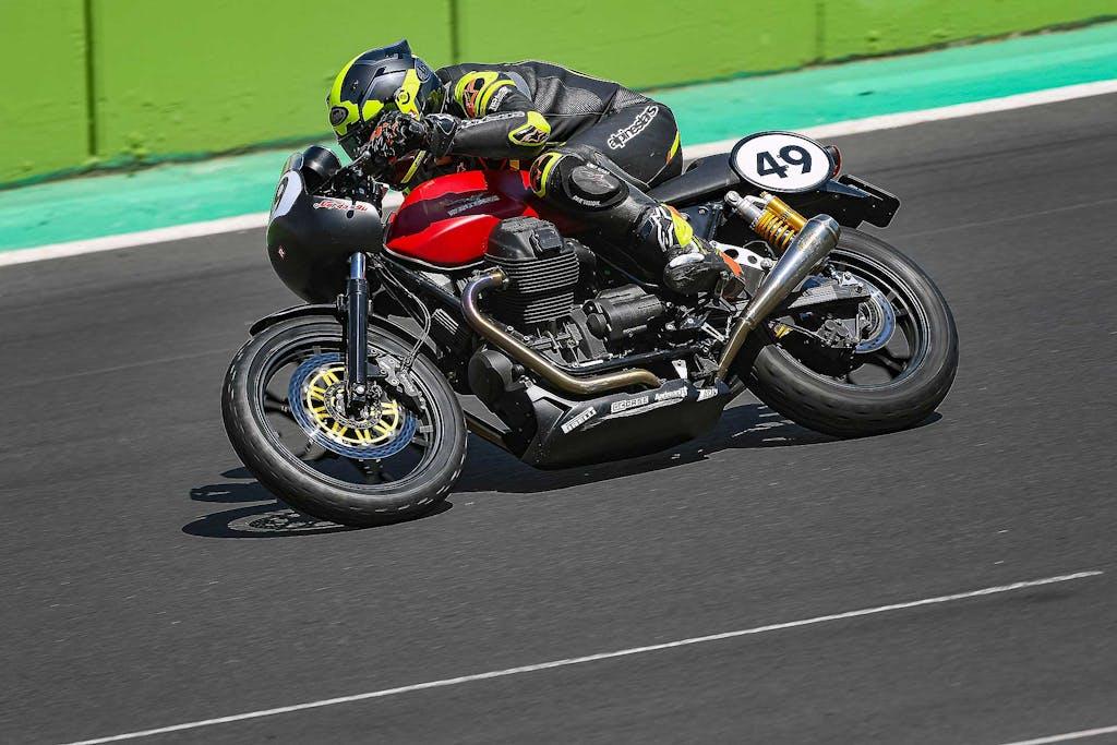 In gara nel Moto Guzzi Fast Endurance European Cup