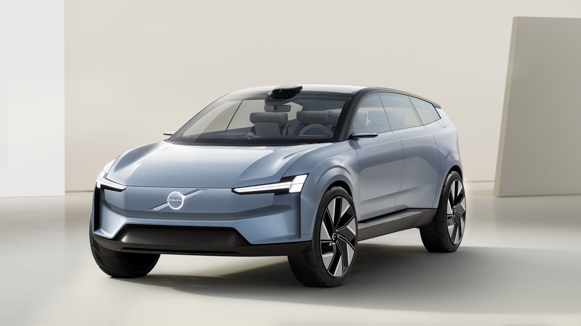 Volvo Concept Recharge - foto studio tre quarti anteriore