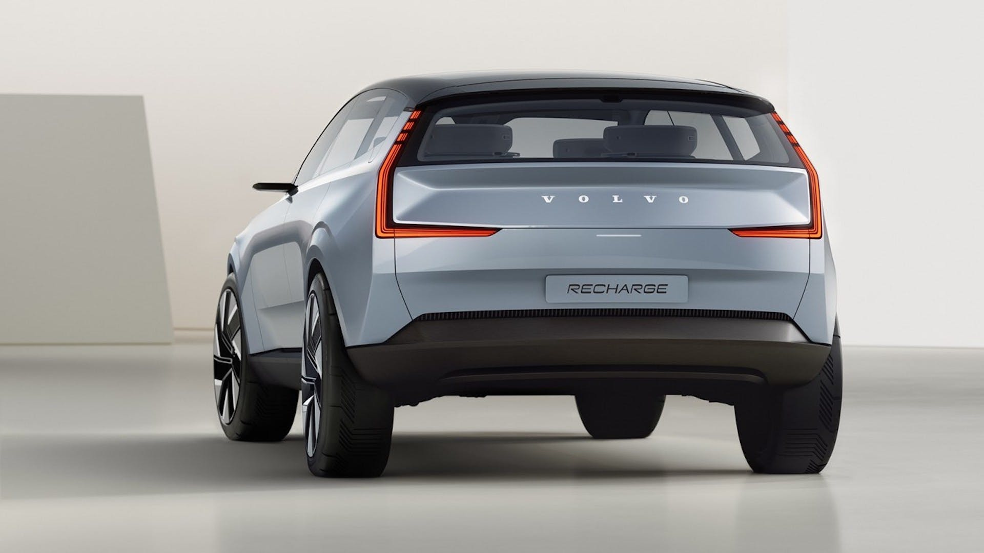 Volvo Concept Recharge - foto studio posteriore