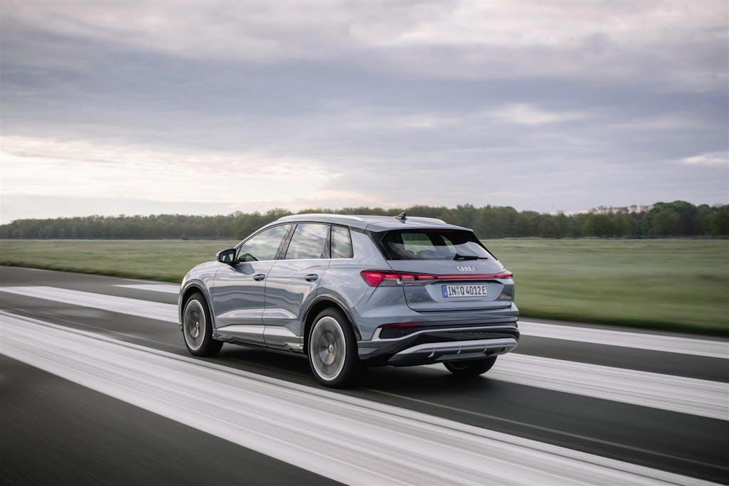 """Audi Q4 e-tron e Q4 e-tron Sportback """"meglio"""" di BMW iX3 e Mercedes EQC"""