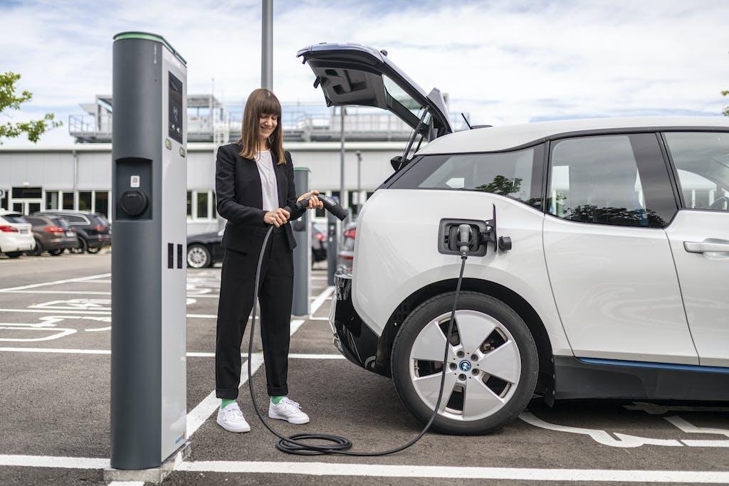 Auto elettriche, Bosch presenta il cavo di ricarica leggero