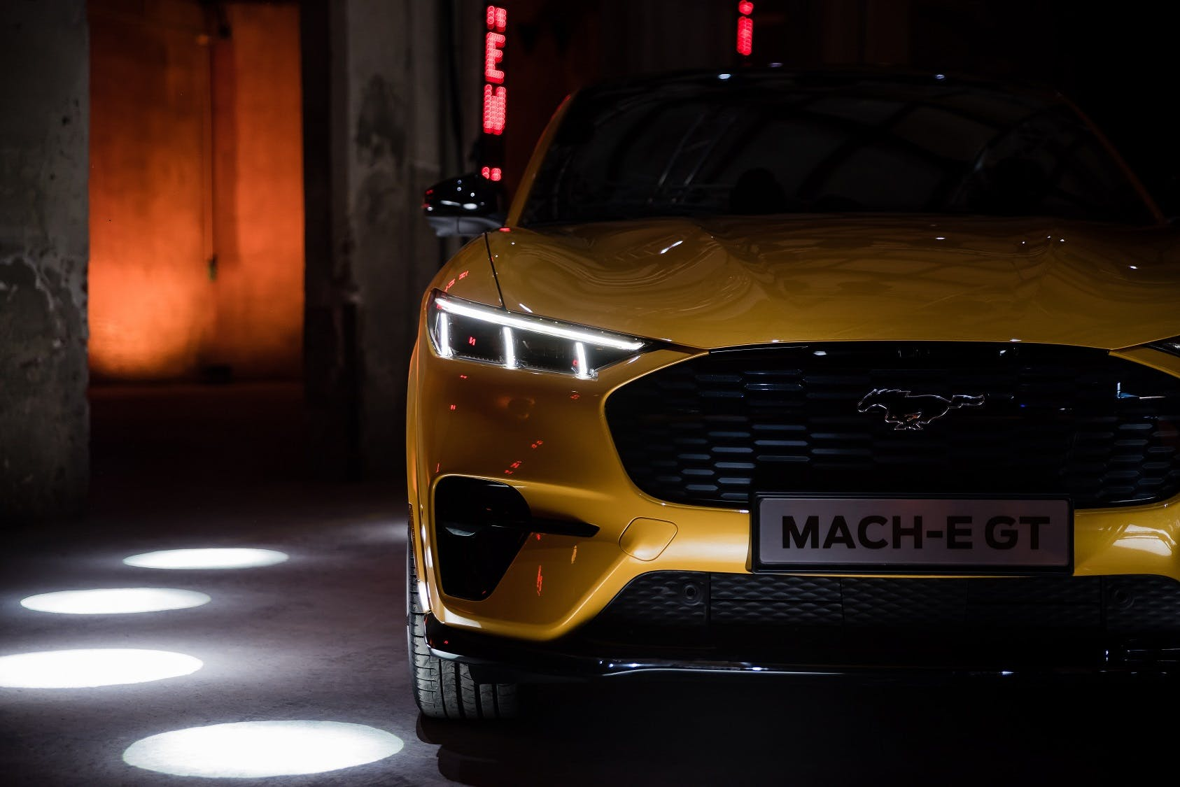 Ford Mustang Mach-e GT - dettaglio frontale