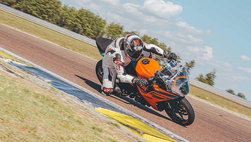 Prova KTM RC 390 2022, la sportiva per tutti