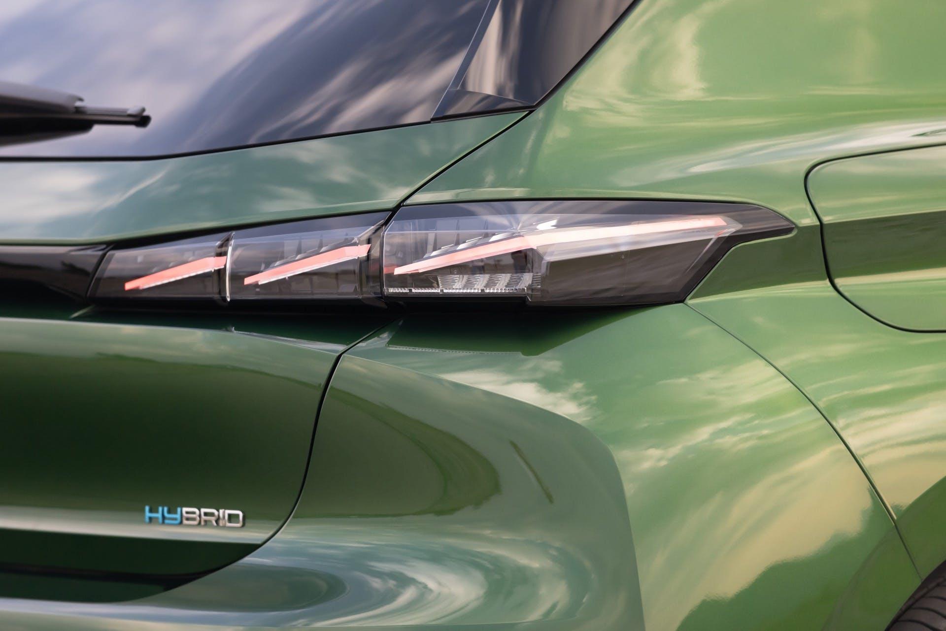 Peugeot 308 verde luci posteriori