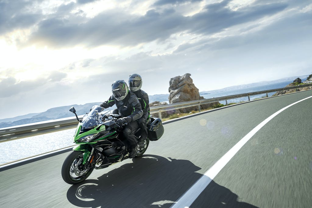 Kawasaki 1000 SX, nuovo look per la sport touring giapponese