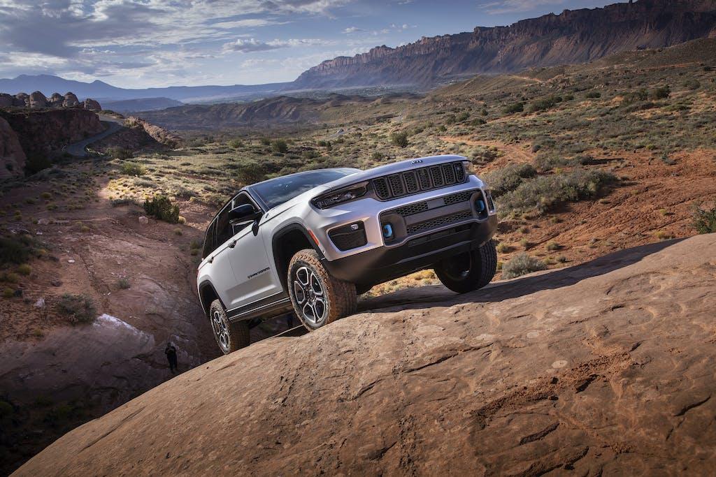 Jeep Grand Cherokee 2022: l'ammiraglia dice addio al gasolio