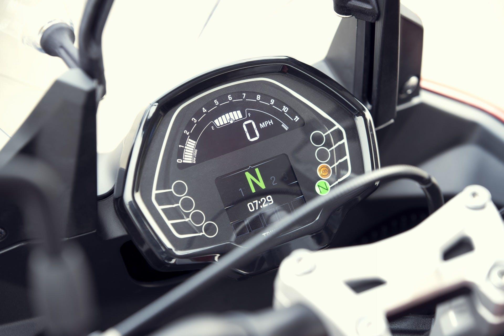 Triumph Trident 660 2021 cruscotto